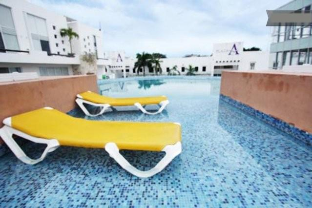 Plaza Paraiso common pool area with lounge chairs - Rental near 5th Avenue and Playacar -Plaza Paraiso - Playa del Carmen - rentals