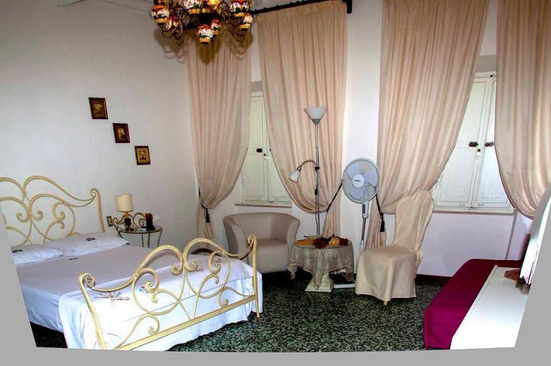 camera rose bianche - B&B Camera due posti letto con bagno e colazione - Arezzo - rentals