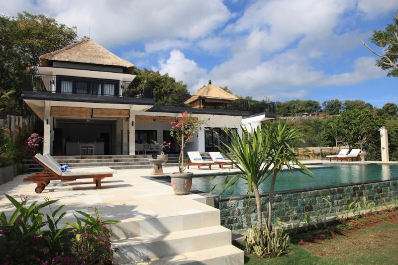 Villa Bekul: new and very luxurious villa with large pool and staff! - Image 1 - Lovina - rentals