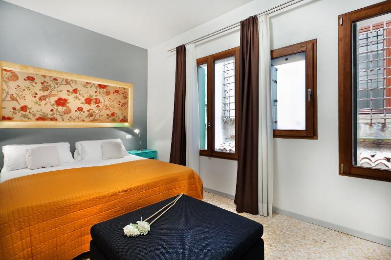 double bedroom, if requested we can provide two single beds - Apartment Coquette, modern and elegant near Strada Nuova, 5 minutes to Rialto and 10 minutes to San Marco - Venice - rentals