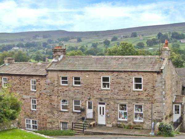 ALPINE COTTAGE, pets welcome, woodburner, WiFi, hot tub, games room, character apartment in Reeth, Ref. 28826 - Image 1 - Reeth - rentals