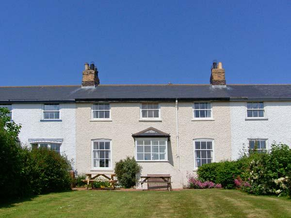 3B COASTGUARD COTTAGES, family accommodation, near beach, off road parking, garden, in Low Newton-by-the-Sea, in Beadnell, Ref 27680 - Image 1 - Beadnell - rentals