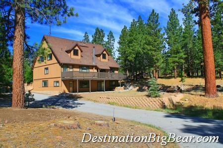 This is a perfect getaway for all seasons. - Kammrad Lodge - Walk to Lake & Marina! Pool Table! - City of Big Bear Lake - rentals