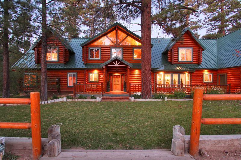 Welcome to this incredible 2 Story log style cabin - Timber Lodge - On Over 3.5 acres! Spa! Pool Table! - Big Bear Lake - rentals