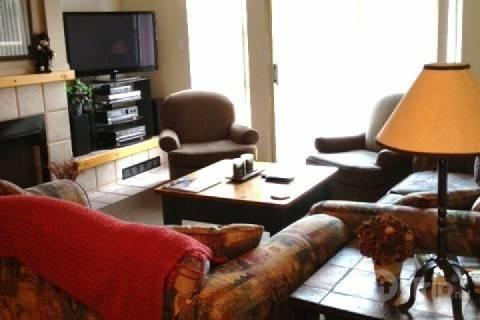 Big Living room with entertainment unit - 3 Bedroom 3 Full Bathroom Spacious Townhouse Unit 21, Ski in / Ski out location - Whistler - rentals