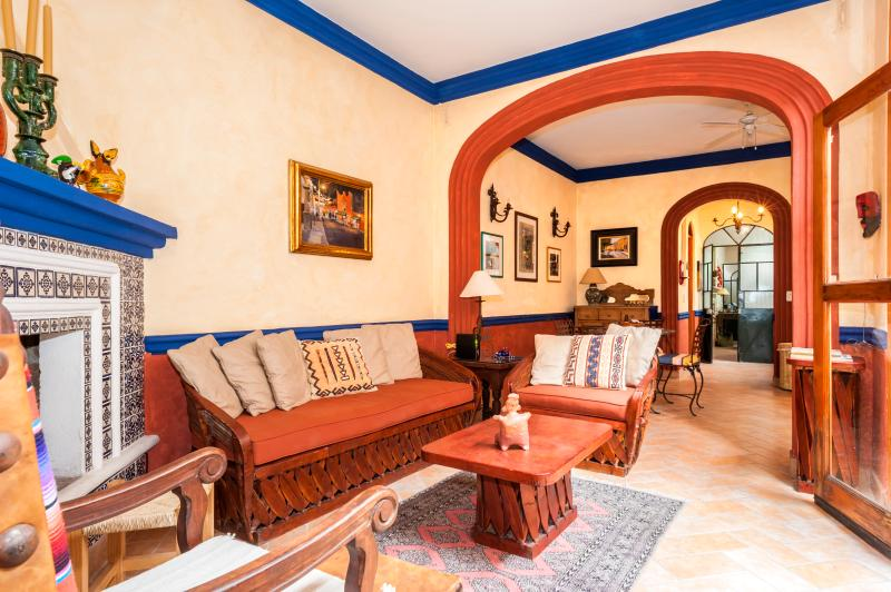 Living Room with Gas Log fireplace - Casita #1 Weekly Rental /San Miguel de Allende - San Miguel de Allende - rentals