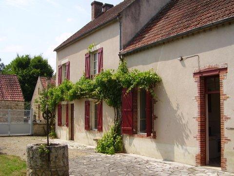 House in Saint-Moré Ft. Large Garden, Vine House - Image 1 - Saint Caradec - rentals