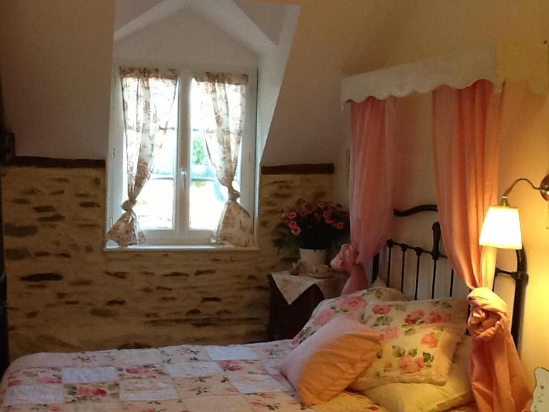 guests bedroom-chambre1 - Mont St Michel B&B charming village cottage - Mont-St-Michel - rentals