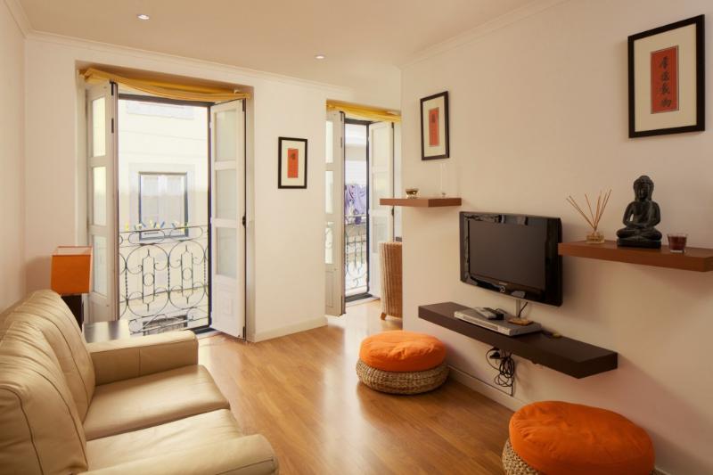 Apartment in Lisbon 249 - Chiado/Bairro Alto - managed by travelingtolisbon - Image 1 - Lisbon - rentals