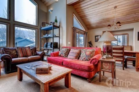 Open concept living and dining room with custom hardwood ceilings to match the mountain contemporary theme of the home. - Deer Valley  Boulder Creek Hidden Treasure - Park City - rentals