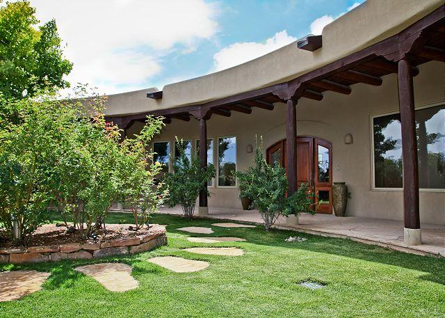 Welcome to Golden Eagle Estate - Luxurious home with amazing mountain views, hot tub, gardens, fireplaces, etc - Santa Fe - rentals