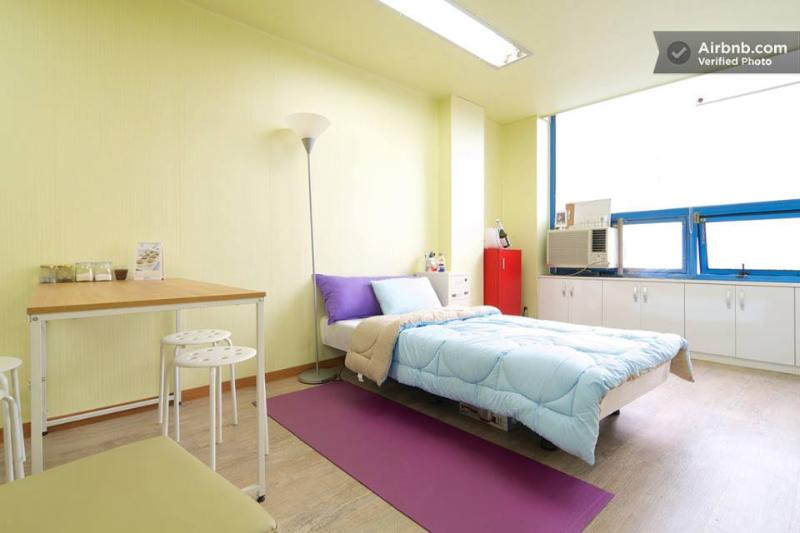 "Super single size bed and one more queen sized bed - Hot place ""Timessquare"" here with Hanriver - Seoul - rentals"