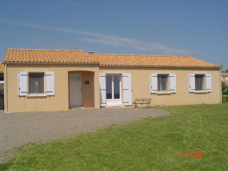 Vendee Gite large secure drive - Vendee Holiday Gite Modern Bungalow sleeps 9+ - Rosnay - rentals