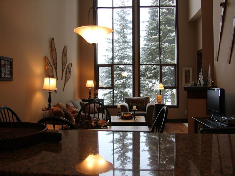 Best Sun Peaks Condo with best ski-in ski out location at Sun Peaks Resort - Stone's Throw - Best Sun Peaks Ski-in/Ski-Out 3 bdrm Condo+Hot Tub - Sun Peaks - rentals