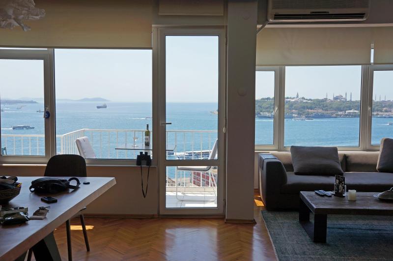 Breathtaking Istanbul view: Bosphorus & Historic Peninsula - BOSPHORUS SEA VIEW, BALCONY, TAKSIM - Istanbul - rentals