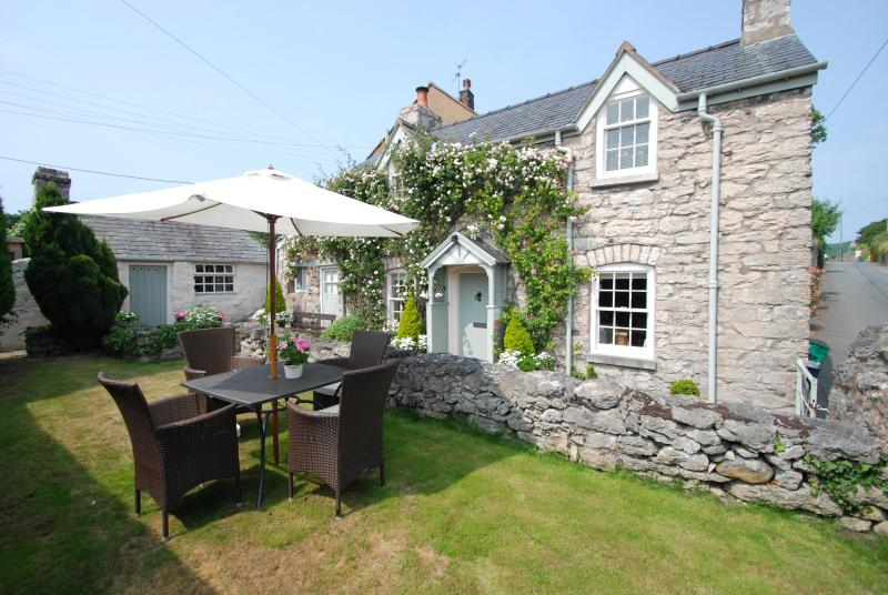The Store House | Great Escapes Wales - Image 1 - Colwyn Bay - rentals