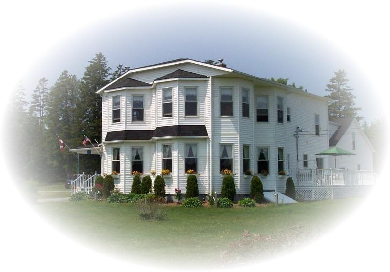 The Parrsboro Mansion Inn - The Parrsboro Mansion Inn:  Romantic Rose Room - Parrsboro - rentals