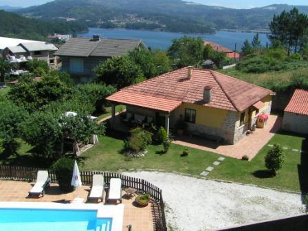 Vista aerea de la Casa rural, jardines y piscina - Casa Rural de Vacaciones en Galicia, Pontevedra - Vilaboa - rentals
