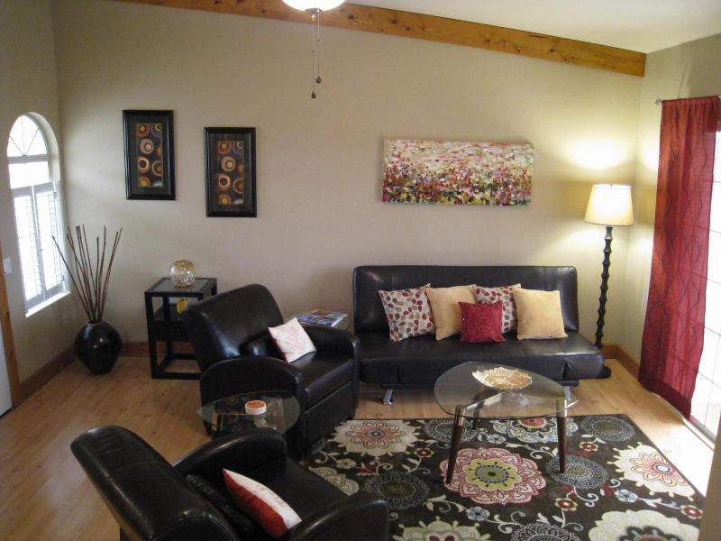 Light and bright living room, beautifully upgraded and furnished. - Picture perfect condo WiFi@Mesquite CC pets ok - Palm Springs - rentals