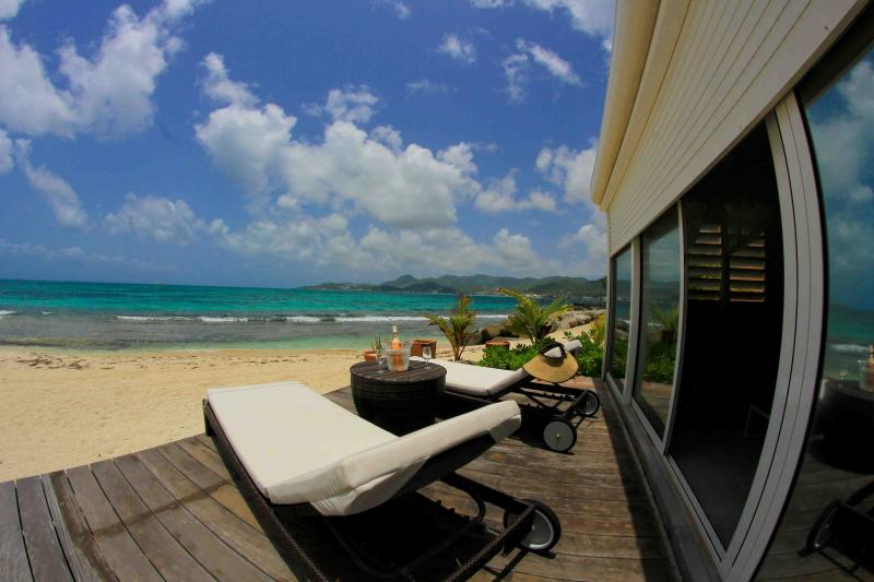 Private terrasse on the beach, - Buddha Beach, unique, outstanding, waterfront - Baie Nettle - rentals