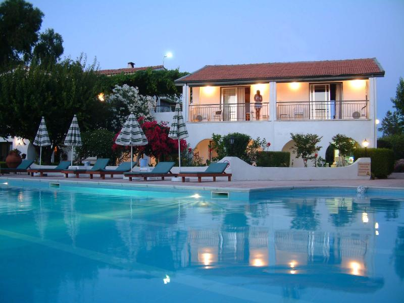 Studios at night - The Villa Club (Greenhill Apartment-Cyprus) Near the sea and shops - Kyrenia - rentals