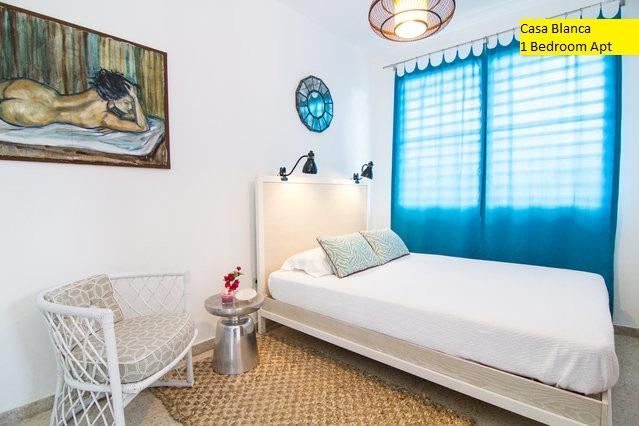 Queen size bed with cotton linens - Casa Blanca | 1 Bedroom Apartment - San Juan - rentals