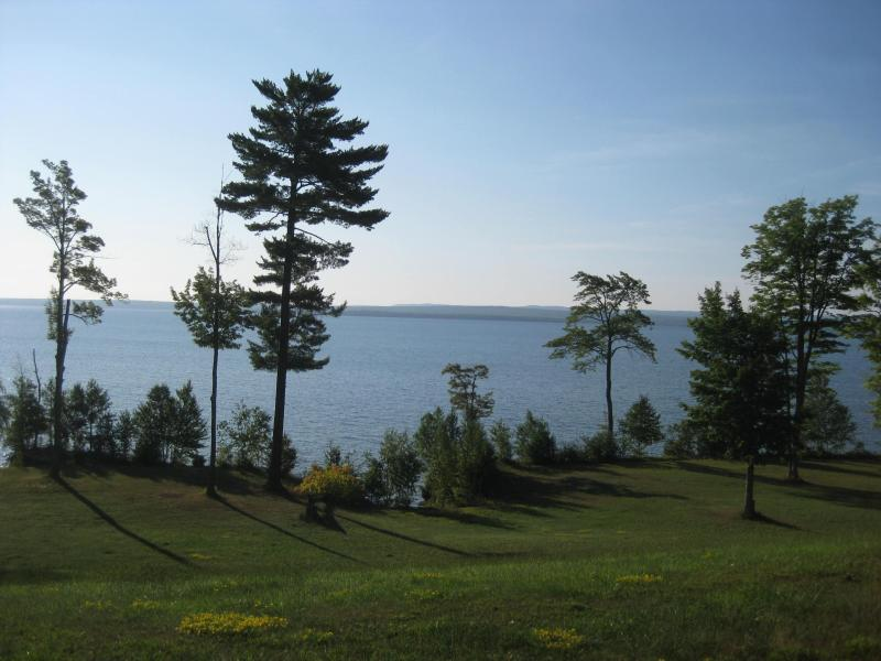 Let the glorious view of the Keweenaw Bay and the charms of our home rejuvenate your spirit. - LaRose Wellness Retreat-Joki Room - Baraga - rentals