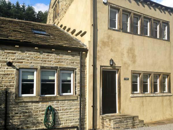 3 HANGING ROYD, pet-friendly, traditional, Grade II listed, fantastic touring location in Slaithwaite, Ref. 27400 - Image 1 - Rawcliffe - rentals