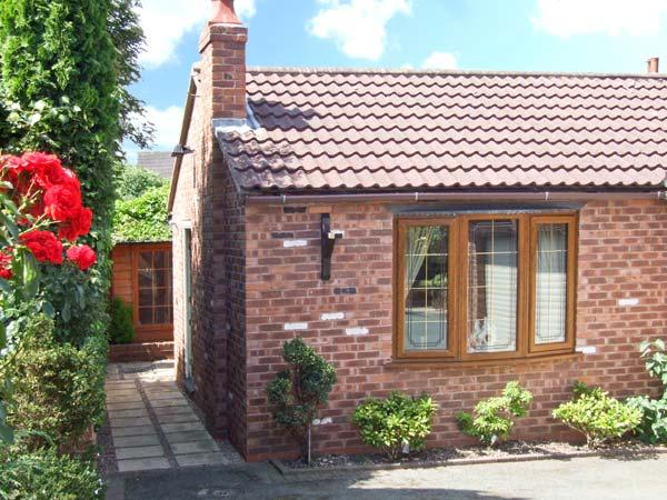 BRAMBLE GRANGE, enclosed garden, sauna, gym, hot tub, in Overseal, Ref. 27758 - Image 1 - Burton upon Trent - rentals