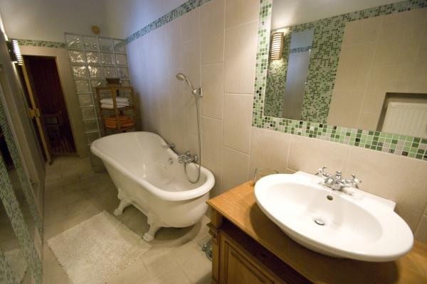CR112eBUD - Spacious 2BR Andrássy Avenue Apartment at the Opera  /w Sauna and Parking - Image 1 - Budapest - rentals
