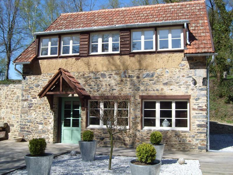 RIVERSDIE COTTAGE - Riverside Cottage well placed for cultural visits - Manche - rentals