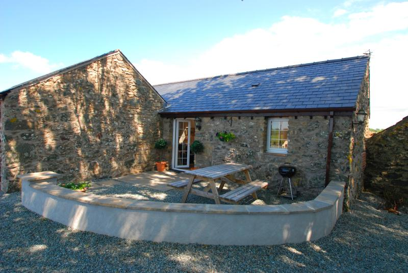 Hunter's Lodge | Great Escapes Wales - Image 1 - Bodorgan - rentals