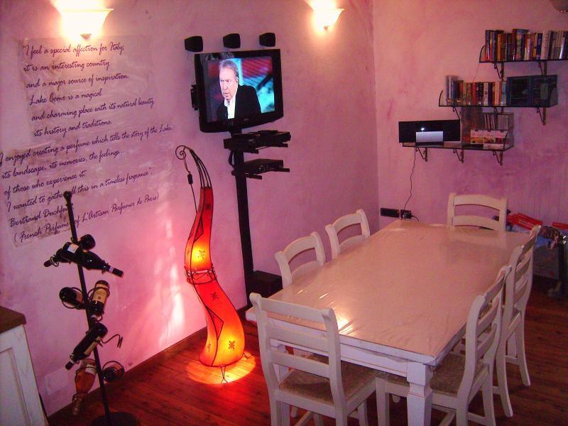 Glicine living room with TV SAT with SKY channels - Glicine Griante  Cadenabbia. Flight to Lake Como. - Cadenabbia di Griante - rentals