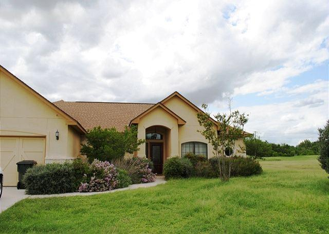 Exterior - UNBEATABLE! Luxury home located on the Bandit Golf Course! - New Braunfels - rentals