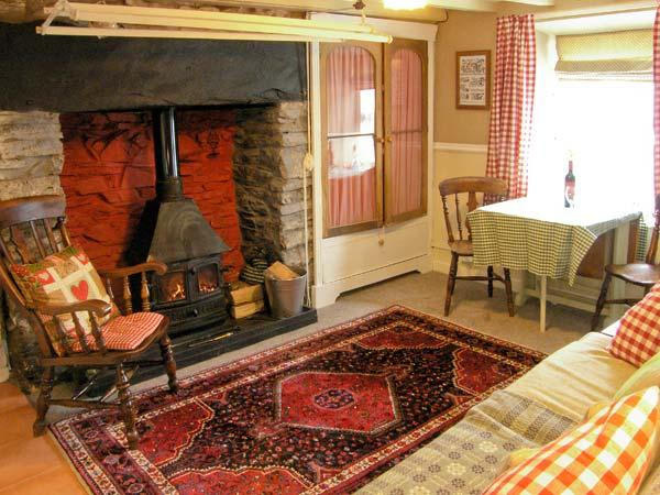 TY KATE, romantic retreat, woodburner, snug sitting area, in Tanygrisiau, Ref 12182 - Image 1 - Tanygrisiau - rentals