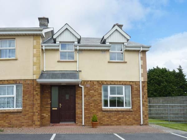 9 FRENCH PARK, central location, open fire, en-suite facilities, in Ennis, Ref. 26602 - Image 1 - Ennis - rentals
