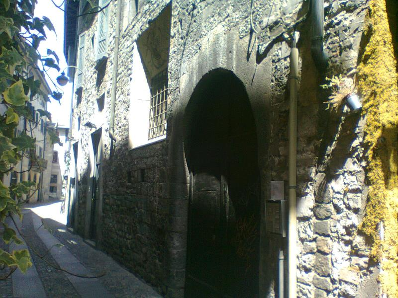 The entrance door - Charming studio in a '600 old palazzo in the center - Como - rentals