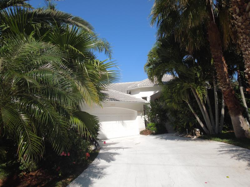 Driveway - Villa Sunset - waterfront home with a big pool - Cape Coral - rentals