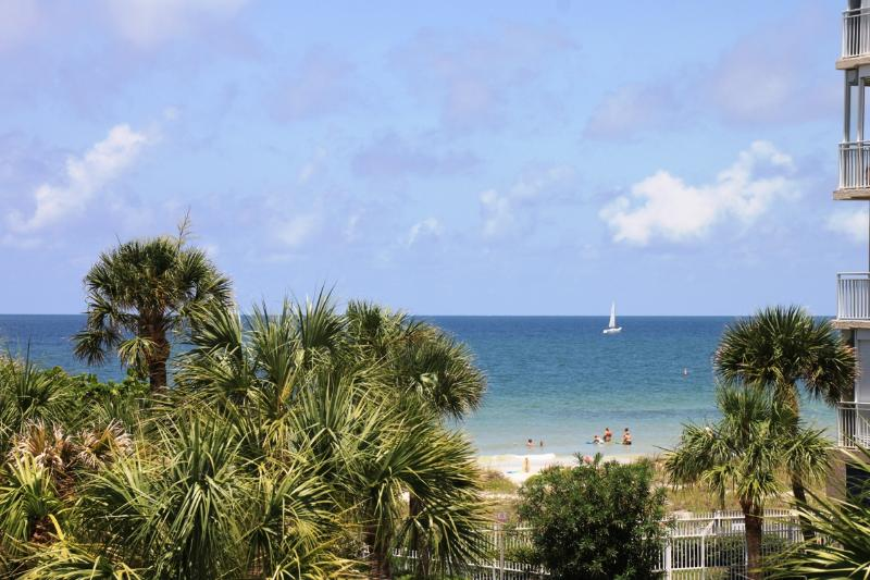 Gulf view from the balcony - Gulf, golf and everything in between - Indian Rocks Beach - rentals