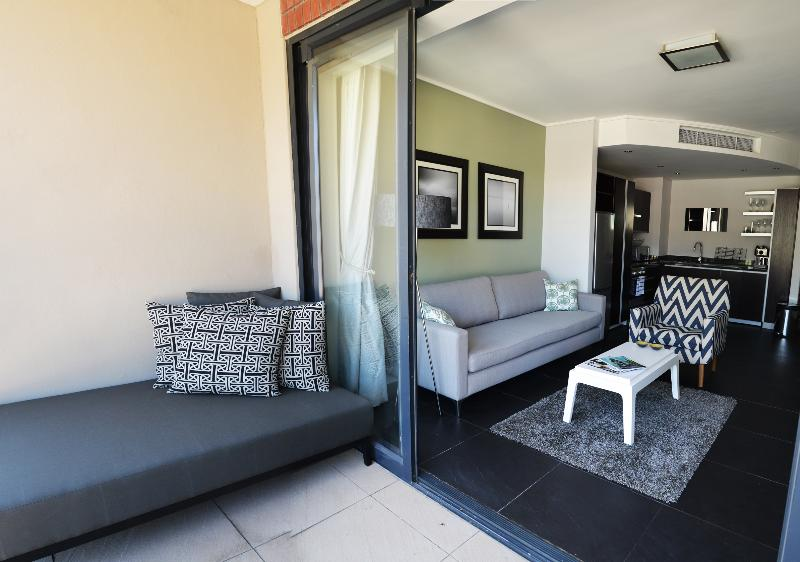 Indoors/Outdoors - Lovely 1-Bedroom Apartment in De Waterkant - Cape Town - rentals