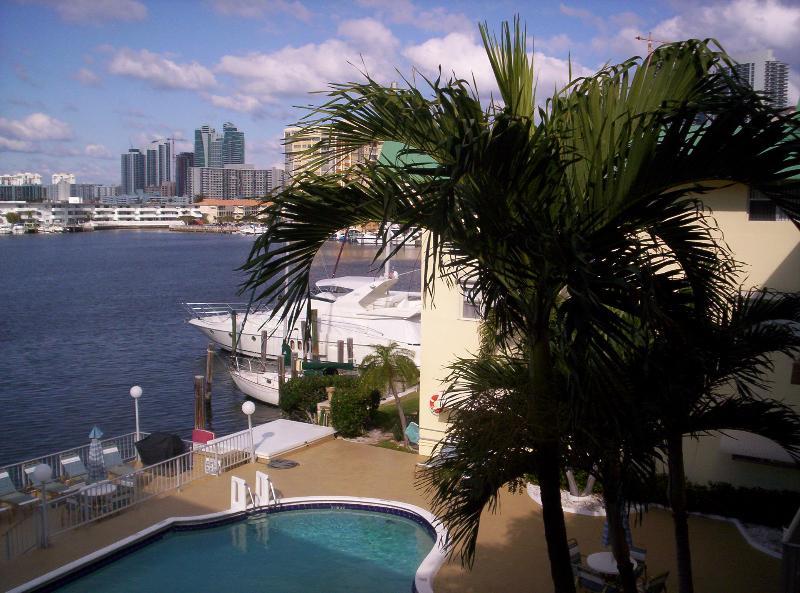 pool - Waterfront Condo - Hallandale - rentals