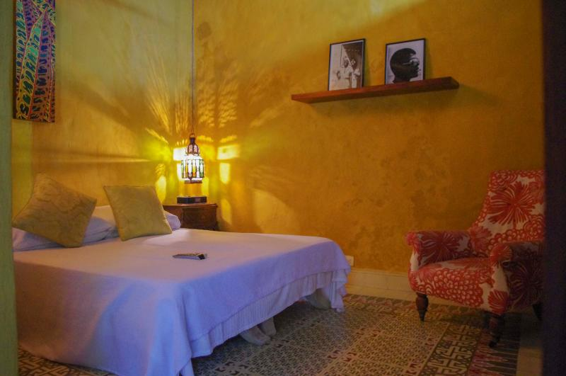Yellow Room - ROMANTIC COLONIAL HOUSE IN OLD CITY - YELLOW ROOM - Cartagena - rentals
