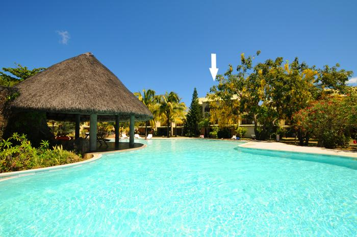 View from Pool to the house - Kenville 19, 50m to sea, Housemaid Cook pool wifi - Port Louis - rentals