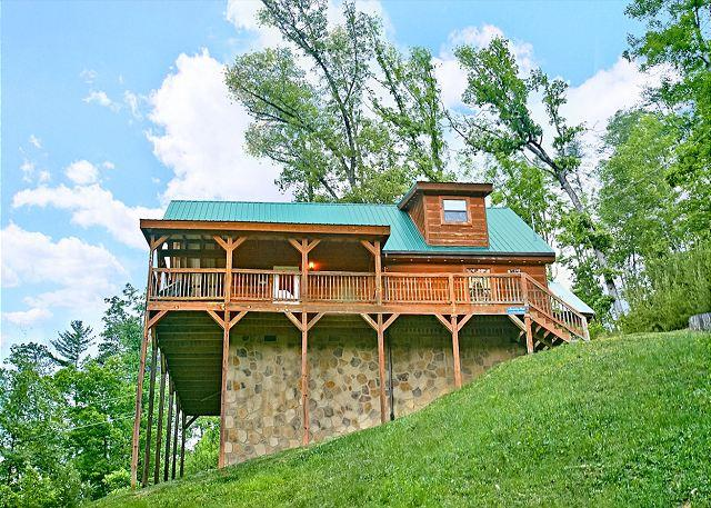 This cabin sits on over 1.5 acres of ground and offers seclusion - Secluded 2Bedroom Cabin Birds Creek Resort Pigeon Forge TN Game Tables & More - Sevierville - rentals