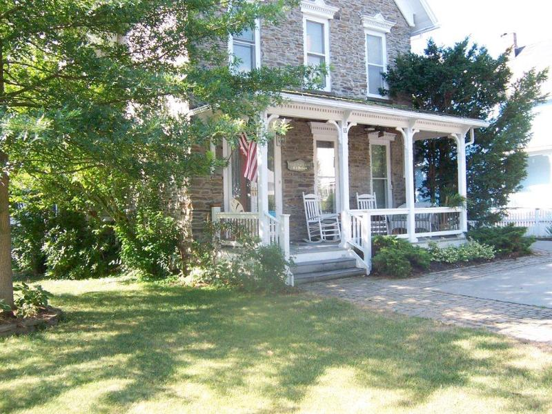 The Stone Victorian. Steps from Keuka Lake and the Village of Hammondsport - The Rose Suite at the Stone Victorian - Hammondsport - rentals