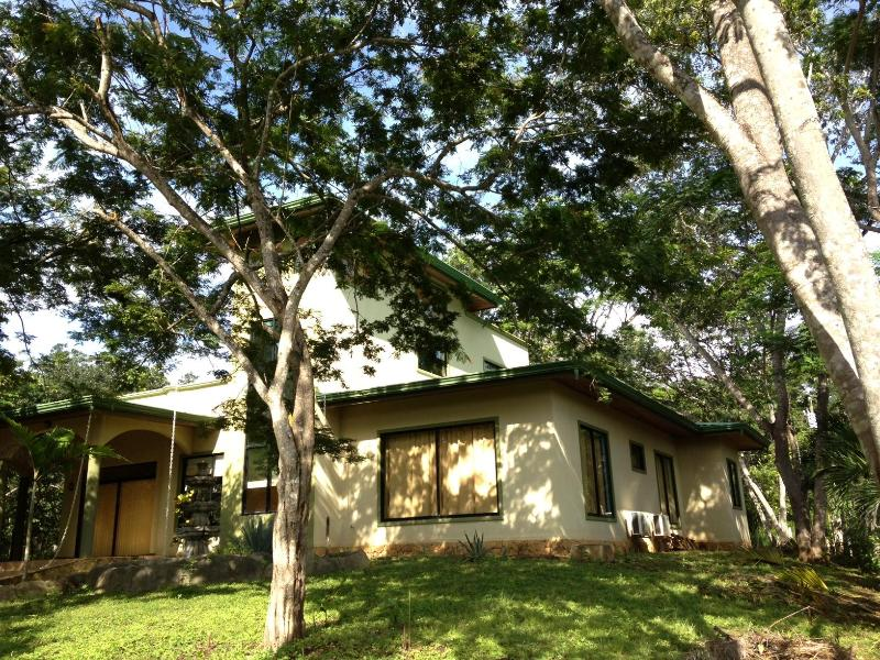 House front, view from front yard - Great house in Marbella, CR. SURFER'S PARADISE!!!! - Marbella - rentals
