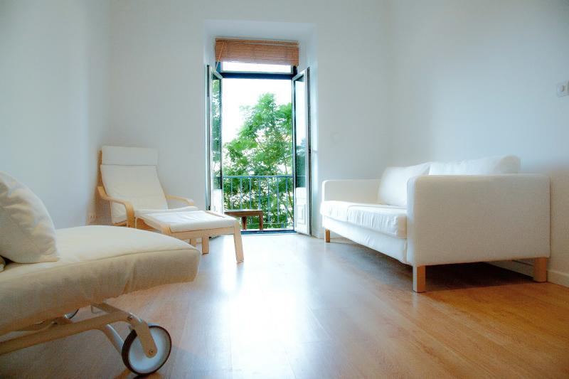 Bright, peaceful, minimalist living room. - Beautiful 3 Bedroom - Graça, Lisbon - Lisbon - rentals