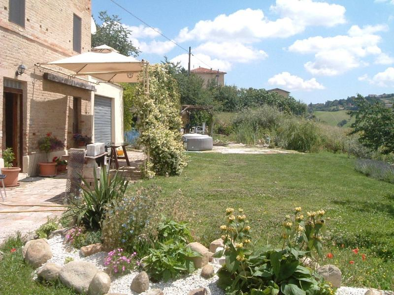 Spring has sprung in the garden - Old School House, Family friendly slps 10, Jacuzzi - Fermo - rentals
