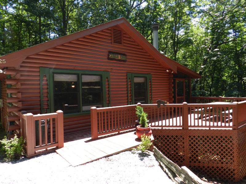 Cedar Cove - Cedar Cove Cabin: Full log home - Cherry Log - rentals