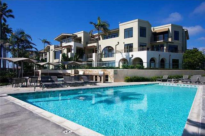 A gorgeous pool, spa, and BBQ area - Beach condo in La Jolla  *30 Day Minimum Rental - La Jolla - rentals